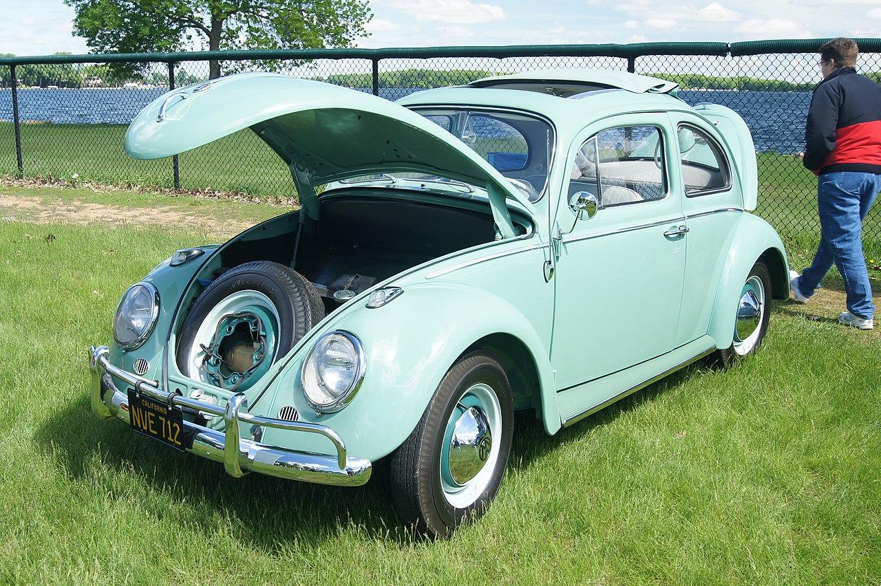 File:62 Volkswagen Beetle Type 1 Deluxe (8942508090).jpg - Wikimedia Commons