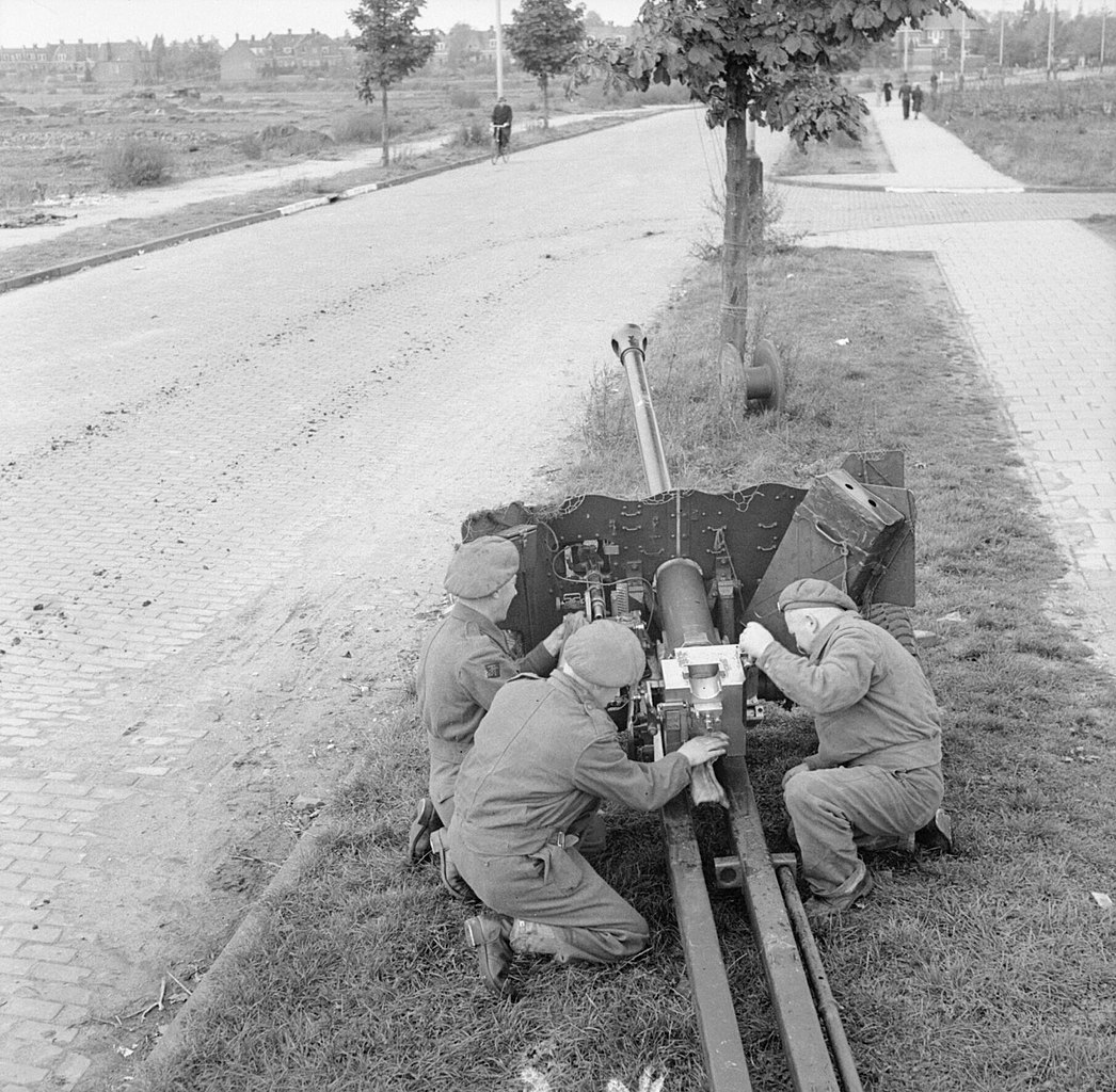 German 50 Mm Anti Tank Gun: File:A 6-pdr Anti-tank Gun Set Up To Protect A Road In