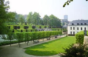 La Cambre Abbey - Clipped trees in a formal bosquet form the Promenade des abbesses