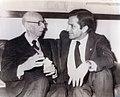 Adolfo Suárez conversa con el escritor y académico José María Pemán (pool Moncloa) 17-02-1979.jpeg