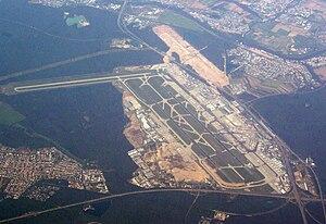 Flughafen - Image: Airport Frankfurt fromair 2010 09 19