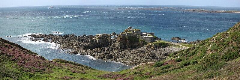 File:Alderney - Fort Clonque.jpg