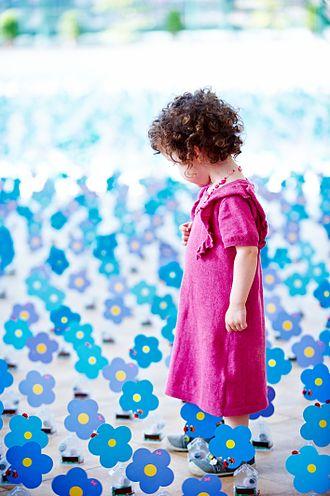 Child Focus - Dancing Solar Forget-Me-Not, Royal Greenhouses of Laeken (by Alexandre Dang, 2010)