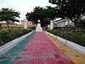 Allee de la place du monument aux morts de la commune de cotonou (Bénin).jpg