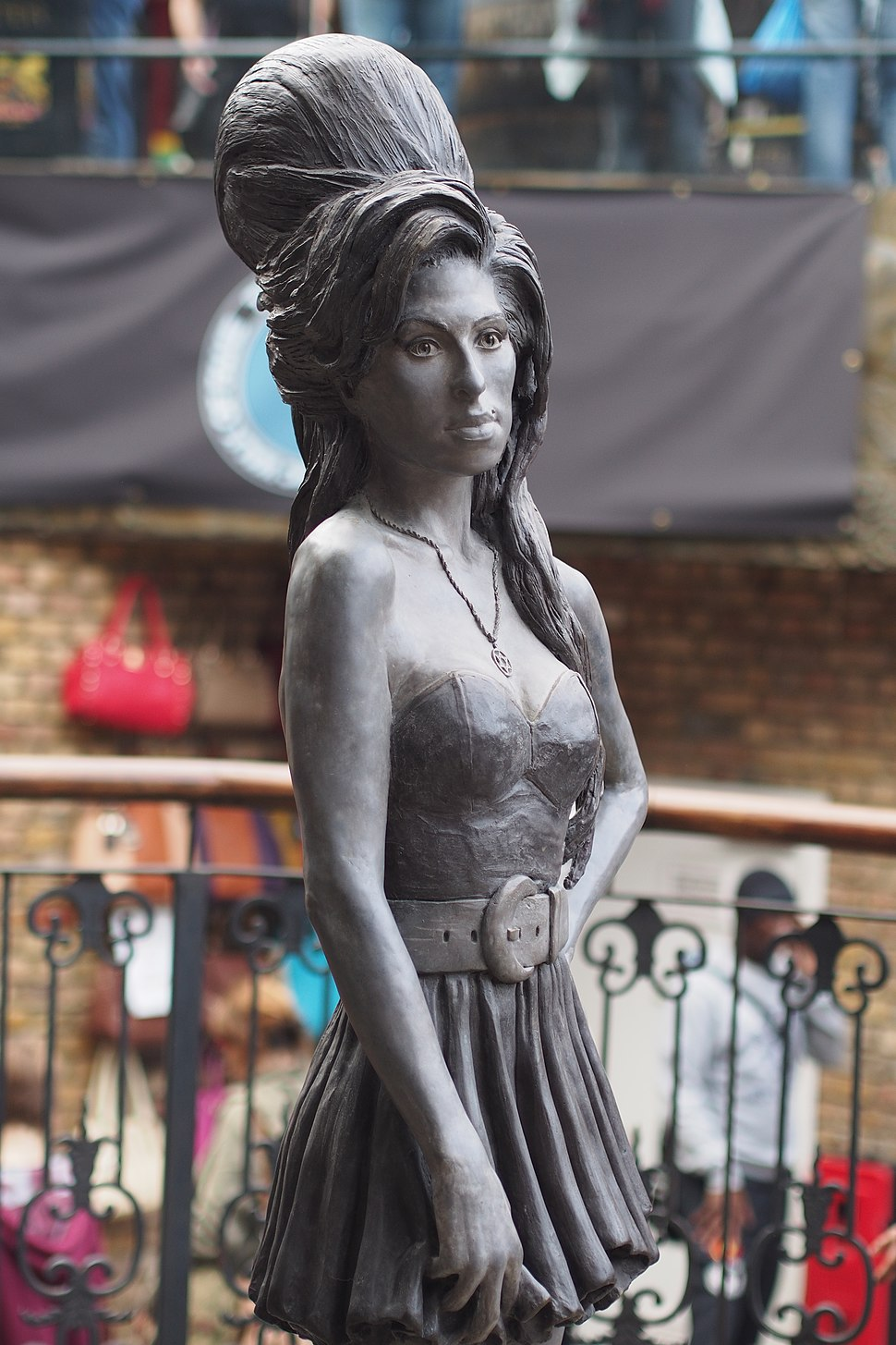 Amy Winehouse Statue, Camden (14946739033)