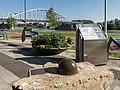Arnhem centrum, stuk van de Eusebiuskerk bij het Airborne monument Jacob Groenewoudplantsoen foto4 2015-06-30 18.18.jpg