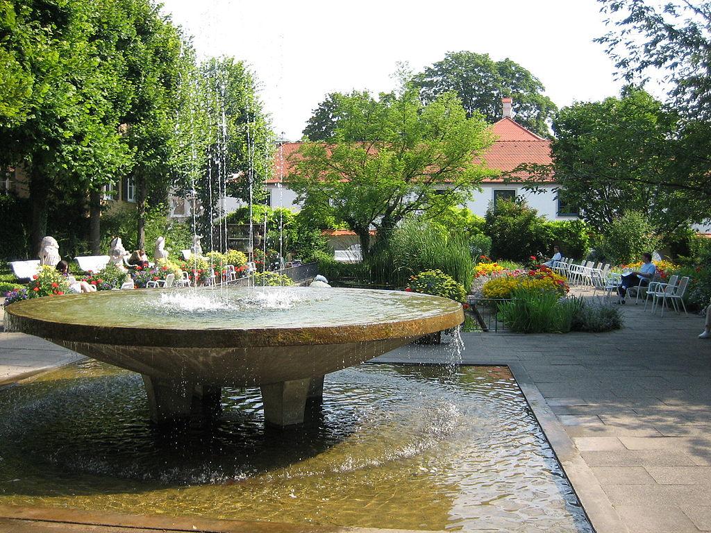 Augsburg Hofgarten Ruhezone.jpg