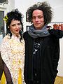Ausstellung FIGURATIVE GESPRÄCHE in der GALERIE BEI COC; Finissage mit Poetry-Slamer addiK, Sängerin Marianne Iser und Galerist Cem Koc.jpg