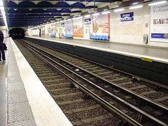 Avenue Émile Zola (Paris Métro) - Image: Avenue Émile Zola métro 02