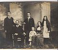 Avraham Cholodenko and his family, Kiev 1915.jpg