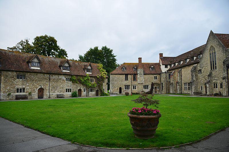 File:Aylesford Priory courtyard, 2014 - 1.jpg