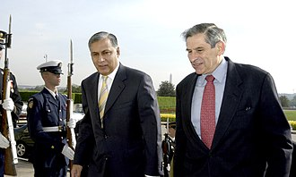 Shaukat Aziz - Shaukat Aziz with Paul Wolfowitz at The Pentagon, 2003.