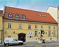 Bürgerhaus 10869 in A-2460 Bruck an der Leitha.jpg