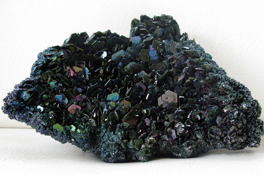 File:BLW Carborundum crystals.jpg - Wikimedia Commons