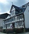 Bad Schwalbach – das Fachwerkhaus Adolfstraße- Ecke Pestgäßchen wurde 1617 erbaut - panoramio.jpg