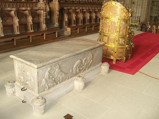 Papstgrab im Bamberger 512px-Bambergerdom_25
