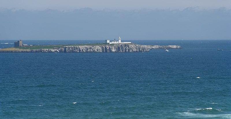 File:Bamburgh MMB 25 Farne Islands.jpg