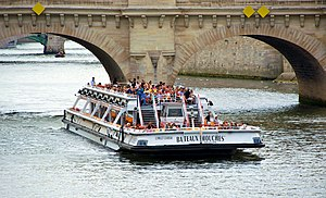 Bateaux Mouches Paris 2011.jpg