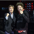 Bebe con Paul McCartney.png