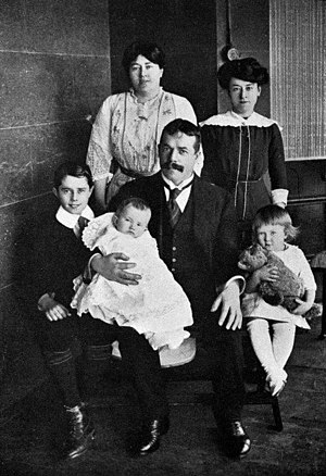 Ben Fuller (producer) - Benjamin John Fuller and family, 1913