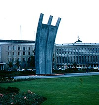 Berlin - Tempelhof airport - Airlift Monument.jpg