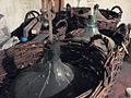 Bonbonnes ayant servi pur la fermentation du vin.jpg