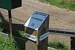 Borne du chemin vicinal 2 à côté de la voie expérimentale de l'Aérotrain le 1er mai 2012 à Limours.jpg