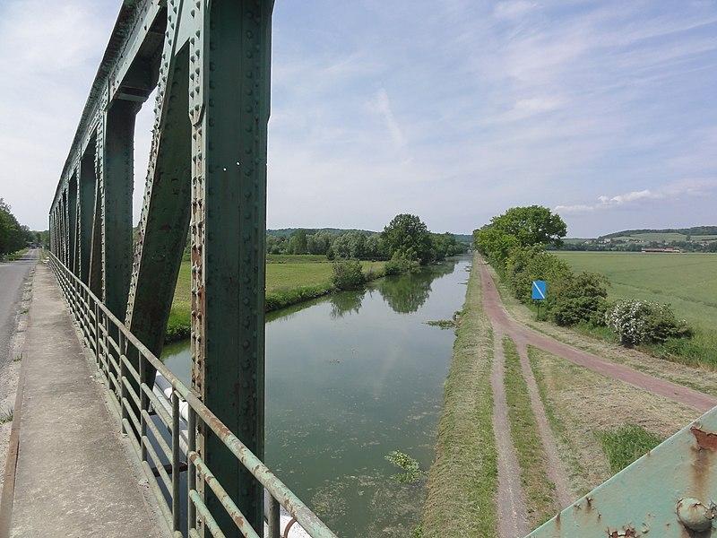 Bourg-et-Comin (Aisne) Canal de l'Oise à l'Aisne