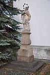 Brno-Líšeň-socha-Nepomuckého-u-kostela2013a.jpg
