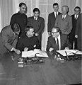 Bundesarchiv B 145 Bild-F009588-0002, Auswärtiges Amt, Abkommen mit Indien.jpg