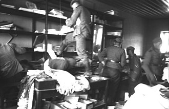 Great Famine (Greece) - German soldiers in a shop