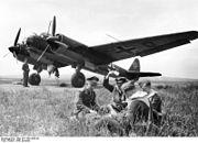 Bundesarchiv Bild 101I-359-2003-05, Flugzeug Junkers Ju 88, Besatzung spielt Karten