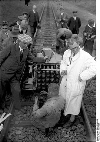 Opel-RAK - Rocket installation. On the right Fritz von Opel, the left Friedrich Wilhelm Sander.