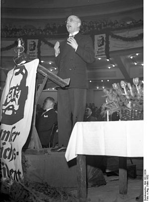Heinrich Brüning - Chancellor Brüning campaigning for Hindenburg's re-election, Berlin Sportpalast, March 1932