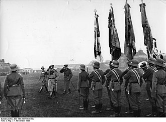 Hans von Seeckt - Seeckt reviewing troops with the Chief of Staff, Fritsch