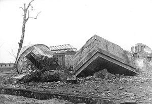 Führerbunker - Image: Bundesarchiv Bild 183 M1204 319, Berlin, Reichskanzlei, gesprengter Führerbunker