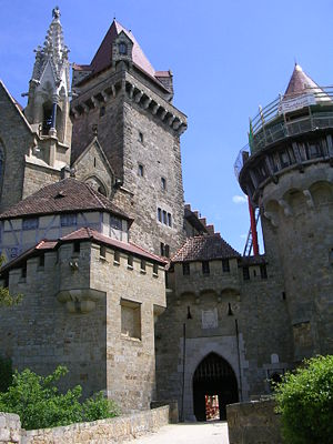 Burg Kreuzenstein - Outer facade with main gate