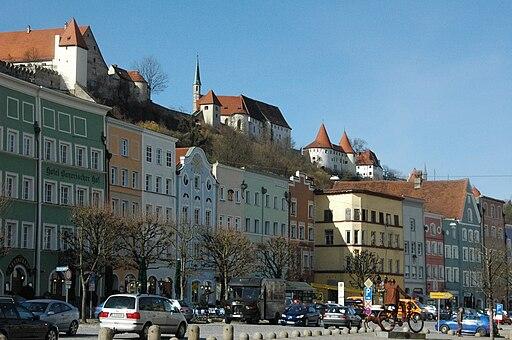 Burghausen Stadtplatz Westseite