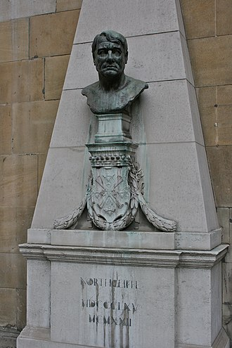 Alfred Harmsworth, 1st Viscount Northcliffe - Bust of Northcliffe in London.