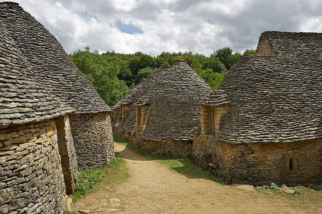 Les «Cabanes du Breuil» à Saint-André-d'Allas.