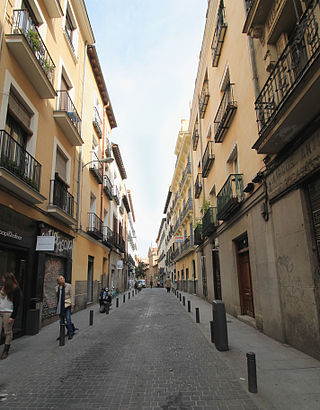How to get to Calle De Lope De Vega with public transit - About the place
