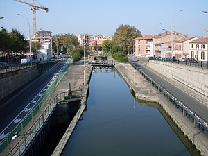 Locks on the Canal du Midi - Image: Canal midi ecluse 2