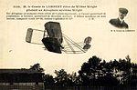 Carlos Alexandre, conde de Lambert pilotando o biplano Wrigth - Pau, 1909 (2).jpg
