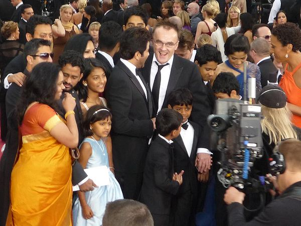 "The Slumdog Millionaire team at the 81st Academy Awards in the US Cast ""Slumdog Millionaire"".JPG"