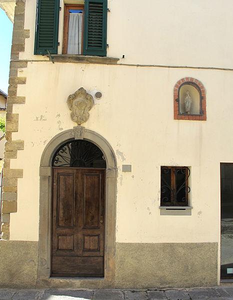 File castelfranco di sopra casa con stemma in via for Franco casa piani di betz