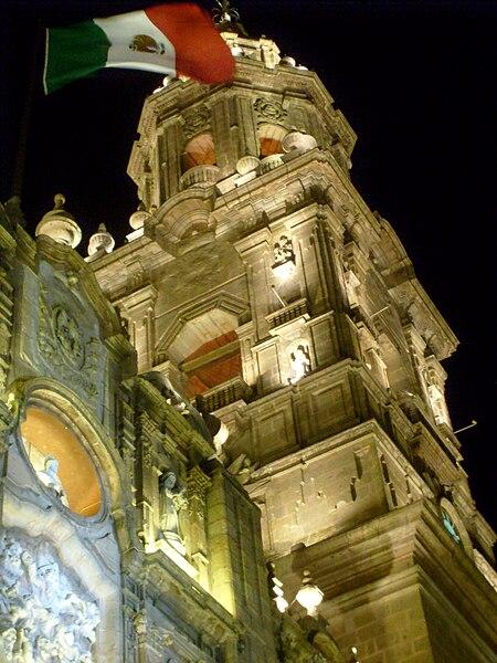 File:Catedral de morelia en la noche.JPG