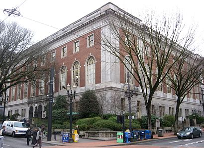 How to get to Portland Central Library with public transit - About the place