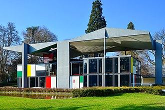 Seefeld (Zürich) - Image: Centre Le Corbusier Blatterwiese 2013 04 01 17 16 47 Shift N