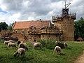 Château de Guédelon (France) en mai 2014 et moutons.jpg