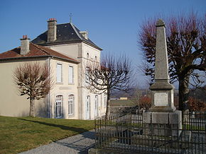 Chamberaud mairie et monument aux morts.jpg